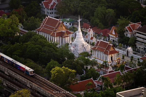 Wat Pathum Wanaram view from Magnolias Ratchadamri Boulevard