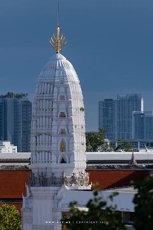 Wat Rakhang Khositaram view from 342 Bar, Baan Wanglung Riverside