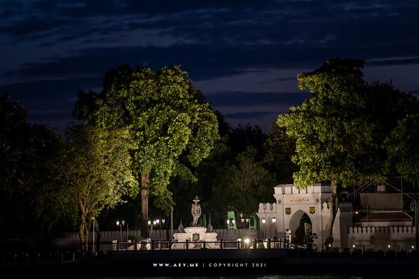 King Tarksin Monument, The Royal Thai Navy (Wang Derm of Thonburi Palace)