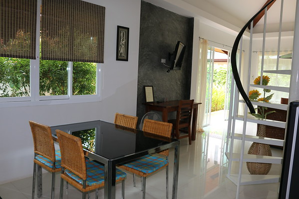 Hidden Cottage Villa Open Plan Dining area