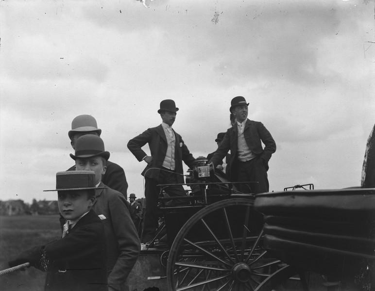 De paardenrennen in Sint-Denijs-Westrem, ca. 1900.