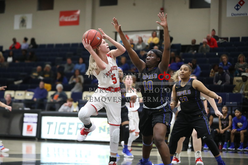 New Site Lady Royal Hannah Campbell with a layup against Tupelo Lady Wave(Chris Butler)