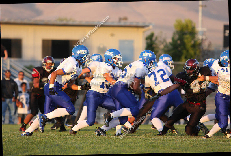 2009_fb_V_nip vs lompoc_188