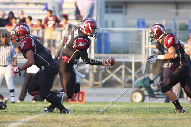 2009_fb_V_nip vs lompoc_014