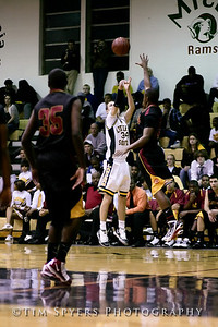 LHSS_Basketball_vs_North-20091218-39