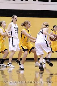 LHSS_G_Basketball_vs_Oakville-20091222-122