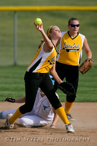 LHSS_Softball_vs_Parkway-20090909-557