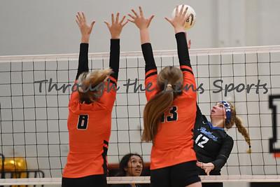 South Medford Roseburg Volleyball 102219 Leon Neuschwander504