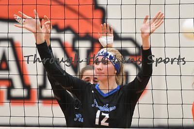 South Medford Roseburg Volleyball 102219 Leon Neuschwander500