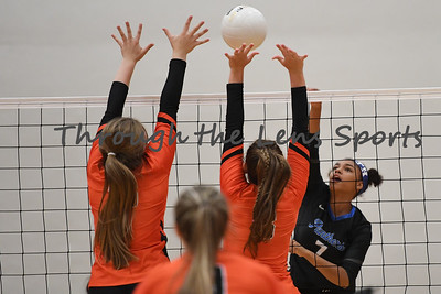 South Medford Roseburg Volleyball 102219 Leon Neuschwander506