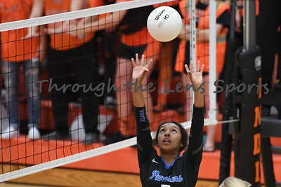 South Medford Roseburg Volleyball 102219 Leon Neuschwander494