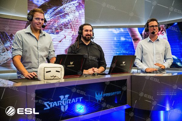 The Starcraft II casters and analysts Rotterdam, maynarde and PIG join together at the desk of the Intel Extreme Masters Shanghai 2017