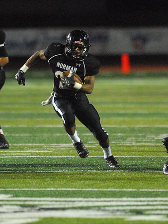 Norman High's Imond Robinson runs with the ball Friday during the the Tigers' game against the Yukon at Harve Collins Field.<br /> Kyle Phillips/The Transcript