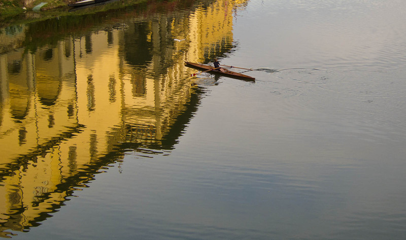 A young rower in the reflections of the Uffizi Gallery, just east of Ponte Vecchio.
