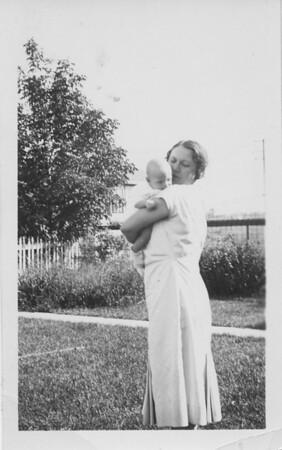 1933 08 00_Emma_Dad