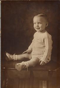 1934 00 00-Baby_Karl_H_3