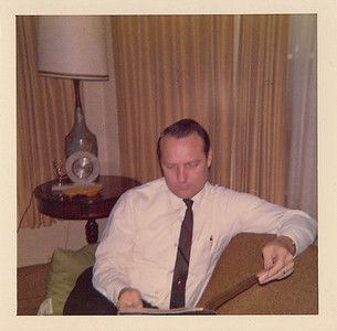 1970 10 00-Dad_reading