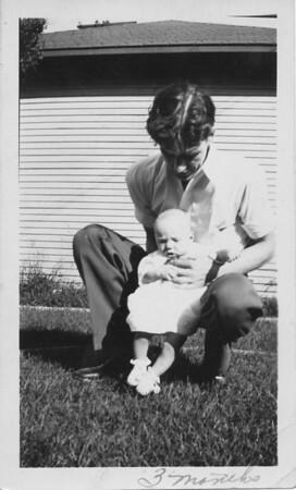 1933 08 00-Carl_Dad