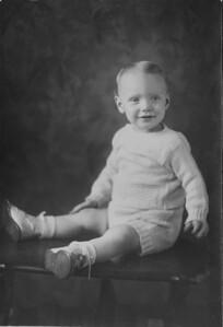1934 00 00-Baby_Karl_H_2
