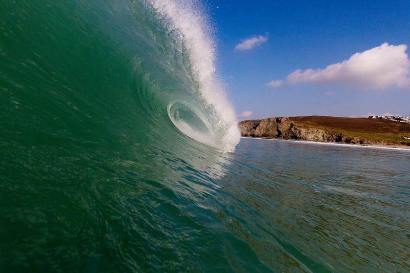 Fantatstic winter surf in Cornwall