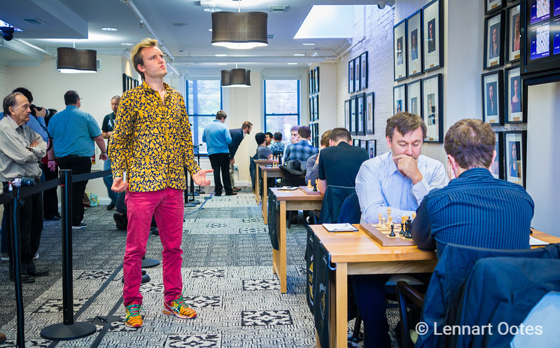 Timur Gareyev looks at the display with games and realizes that So-Akobian ended in 0-1 after merly 6 moves. In the background, arbiter Tony Rich forfeits Wesley So after he repeatedly wrote motivational words on his score sheet.