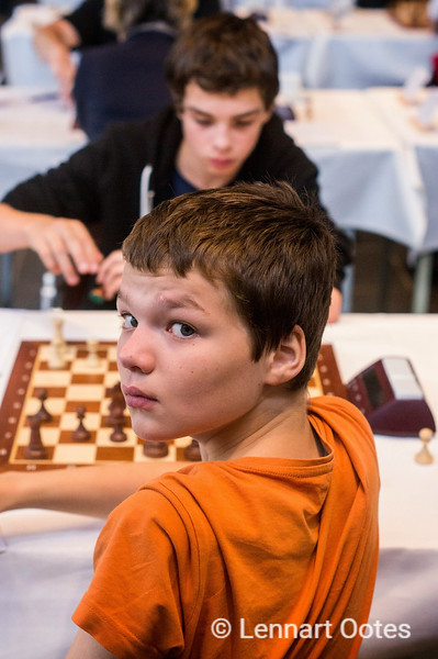 Lucas van Foreest (2122) plays against his older brother Jorden (2310) at the 2013 Hoogeveen Chess Tournament. Jorden won the game. Only four years later Lucas beat Jorden in the playoff in the Dutch Championship.