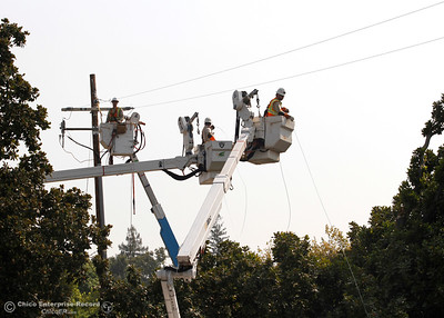 PG&E crews in buckets stretch and connect a power line across Highway 99 near Neighborhood Church on Tuesday, Aug. 21, 2018, after a power pole was damaged during a high-speed chase Monday. The California Highway Patrol closed the highway for less than 10 minutes from Skyway to Southgate Avenue in both directions for the work. (Dan Reidel -- Enterprise-Record)