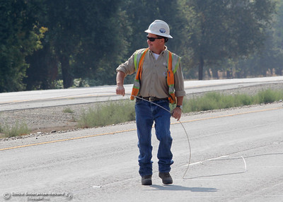 PG&E foreman Mike Neilsen stretches a power line across Highway 99 near Neighborhood Church on Tuesday, Aug. 21, 2018, after a power pole was damaged during a high-speed chase Monday. The California Highway Patrol closed the highway for less than 10 minutes from Skyway to Southgate Avenue in both directions for the work. (Dan Reidel -- Enterprise-Record)