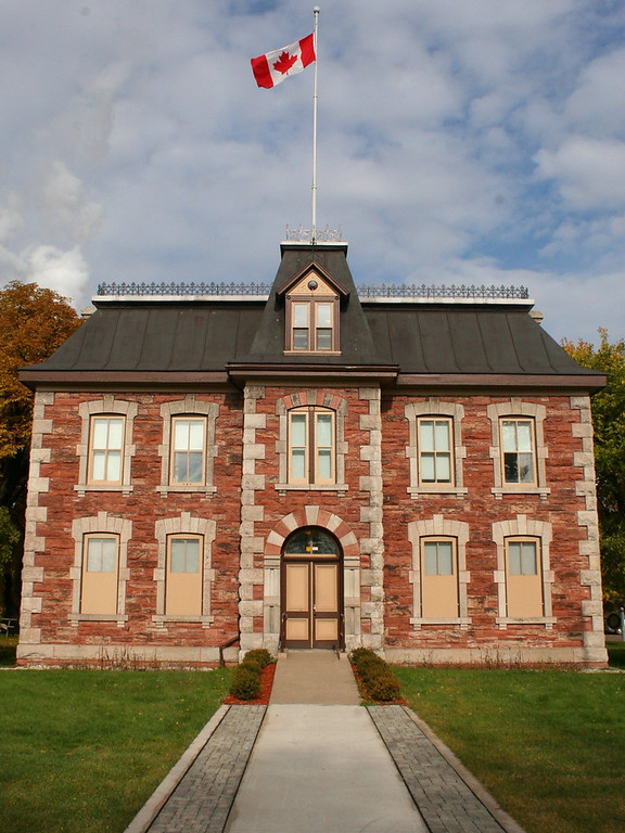This is the old administration building and marine Post Office...Today, it houses park offices and a gift shop...