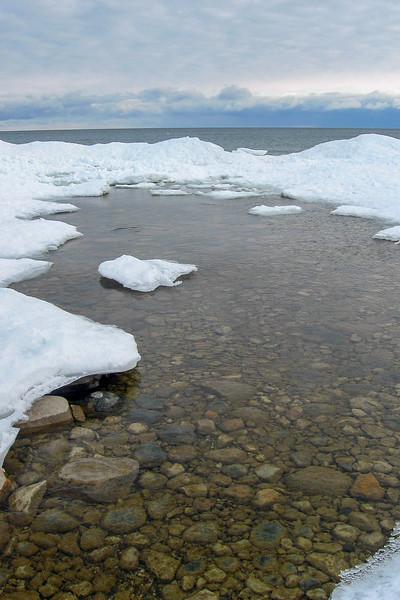 A small stream cascading out of the woods created this pretty gap in the shore ice...