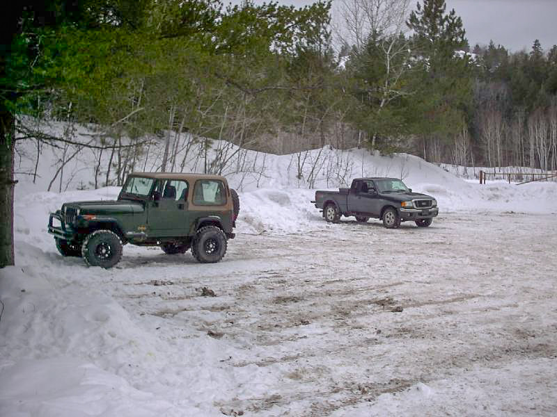 <b>Trailhead Parking Area</b> - One of the trails to Hogback Mtn starts at this parking area, across from the access road to the Little Presque Isle area, off County Road 550.