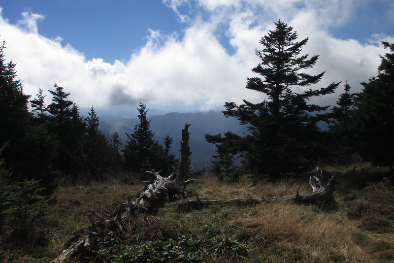 <b>6,440'</b> - Because the wind was streaming up from the west, the side of the mountain the Lodge is on, the clouds were a bit thinner on the lee eastern side...
