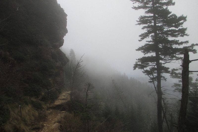 <b>6,350'</b> - Traversing these ledges in a thick mist may have even been cooler than when I had open views from them earlier...the nothingness the slopes drop off into is an otherworldly sight...
