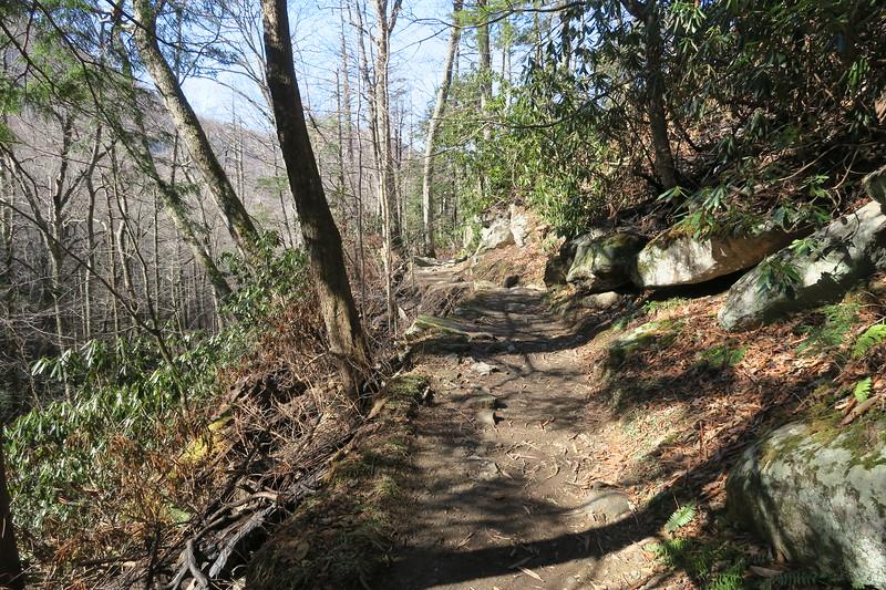 Rainbow Falls Trail -- 3,700'