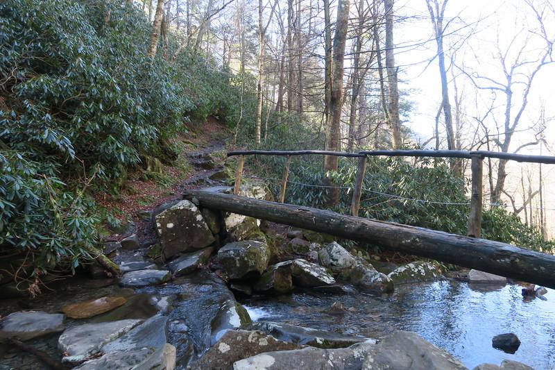 Rainbow Falls Trail -- 4,150'