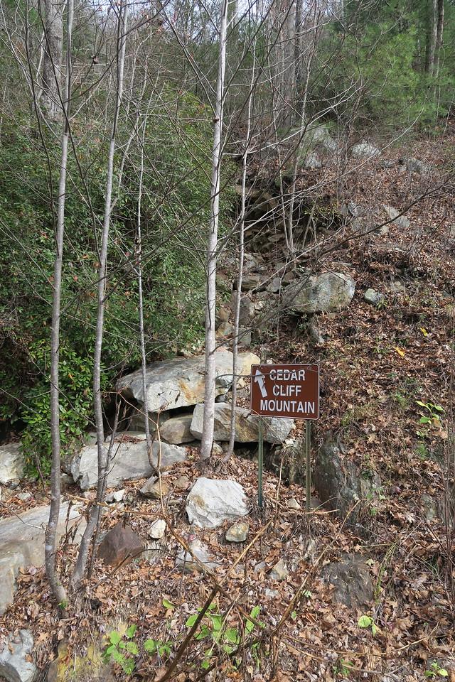 Cedar Cliff Mountain (False) Trailhead - 2,550'