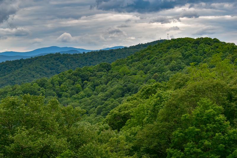Jenkins Ridge Overlook (MP 460.8) -- 4,450'