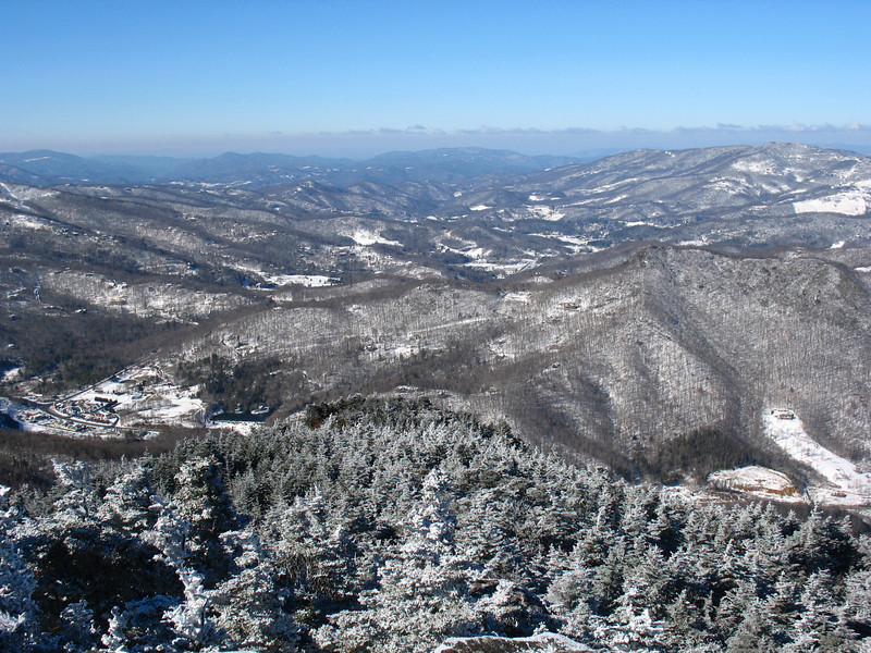 The Banner Elk area from Watauga View. The group of buildings to the left-center marks the junction of Highways 105 & 184. Beech Mountain is the peak to the upper right.