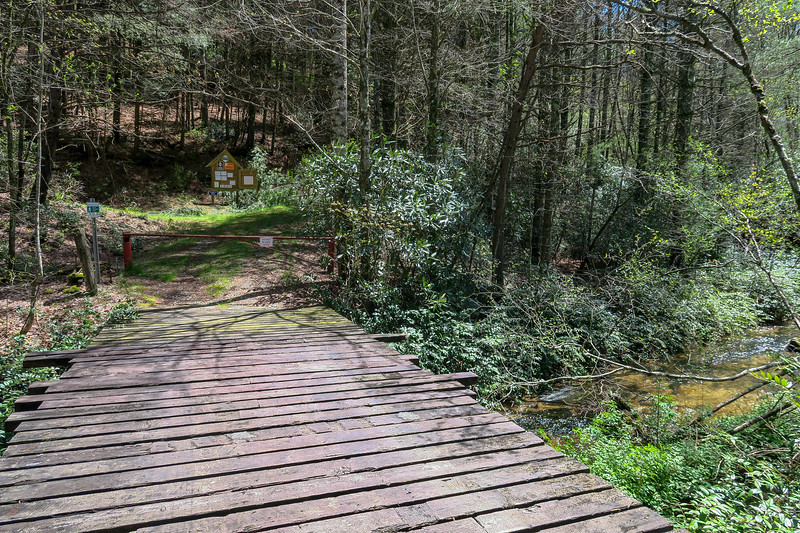 White Oak Bridge Trailhead -- 2,700'