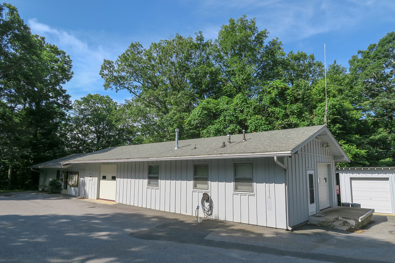 Park Office/Trailhead -- 3,700'