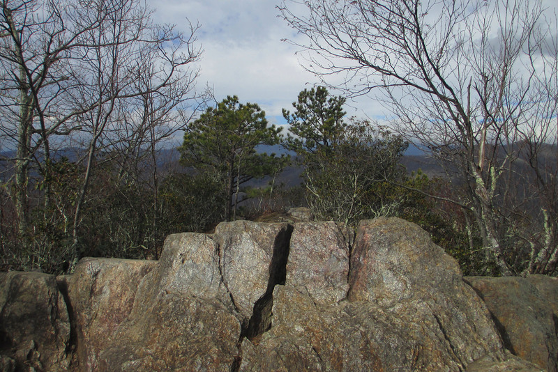 The rocks of Little Lookout Summit (3,621')...
