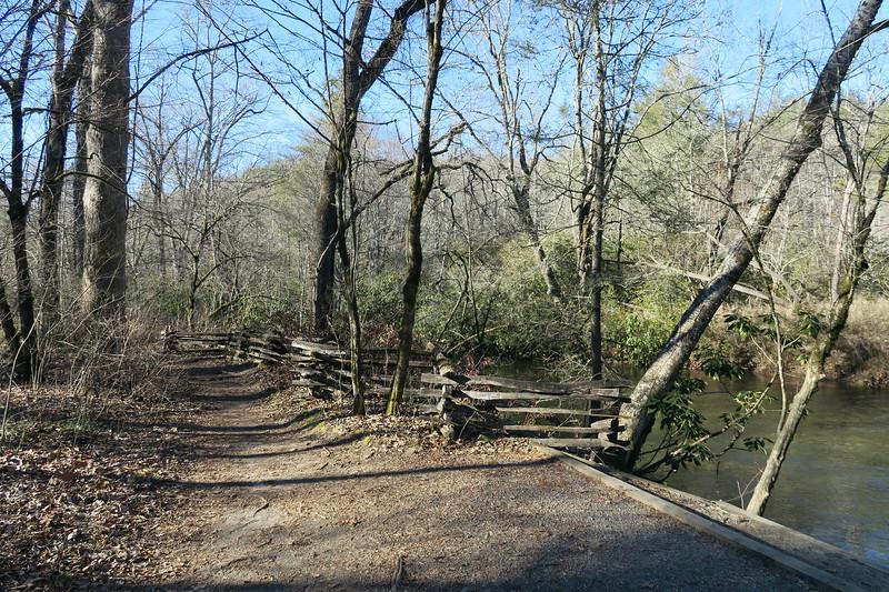 Cedar Rock Loop Trail -- 2,350'