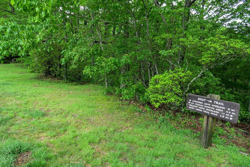 Sleepy Gap Overlook Trailhead -- 2,930'