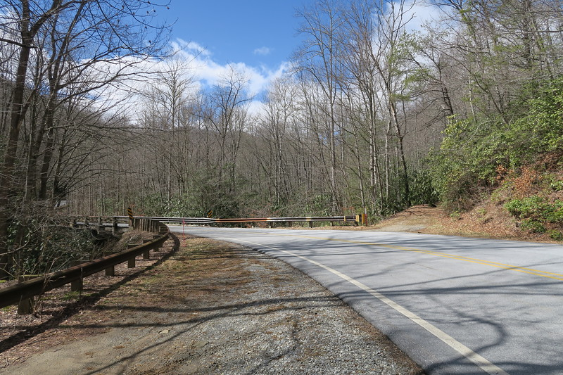 Summey Cove Trailhead (NC-215) - 3,270'