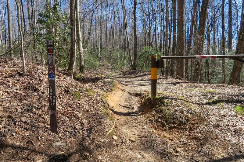 Bennett Gap North Trailhead (F.R. 477) -- 3,500'