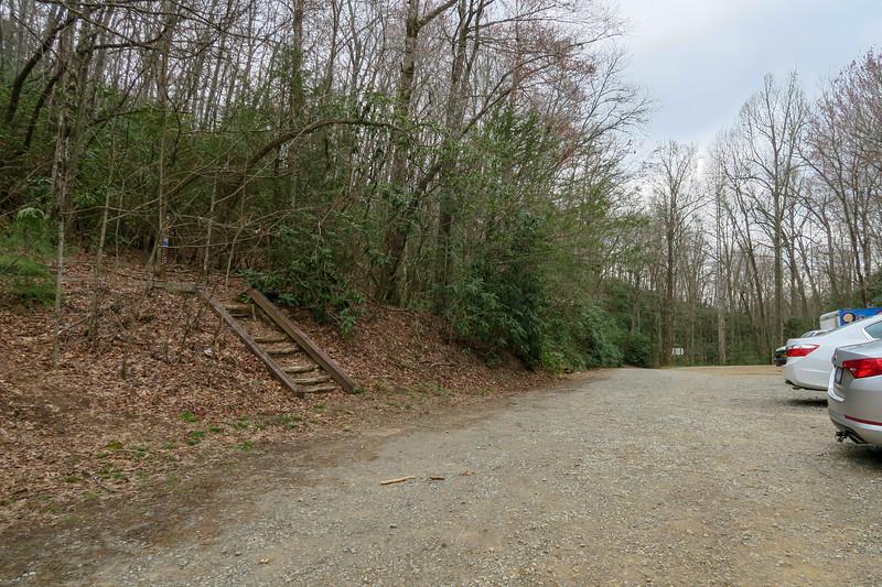 Turkey Pen Trailhead (Vineyard Gap Trail) -- 2,650'
