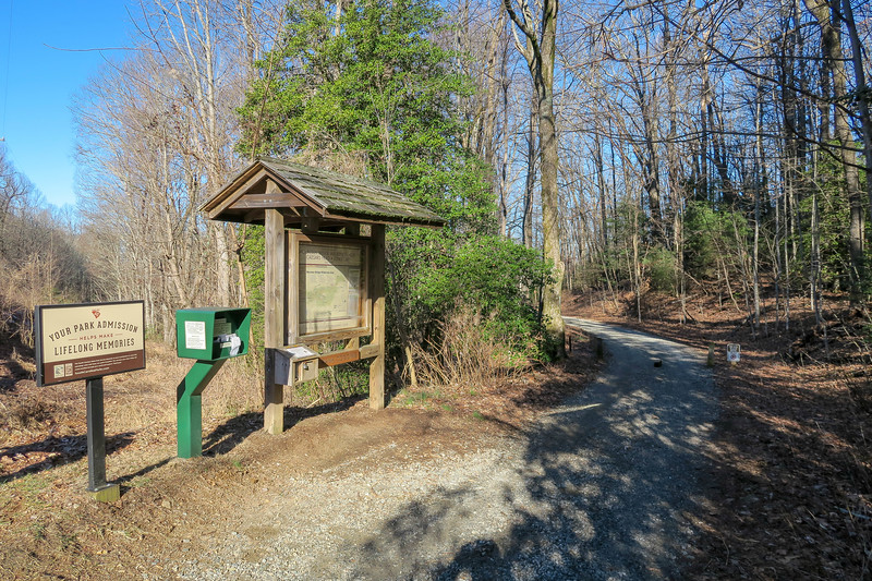 Caesars Head Visitor Center Trailhead (Frank Coggins Trail) -- 3,180'