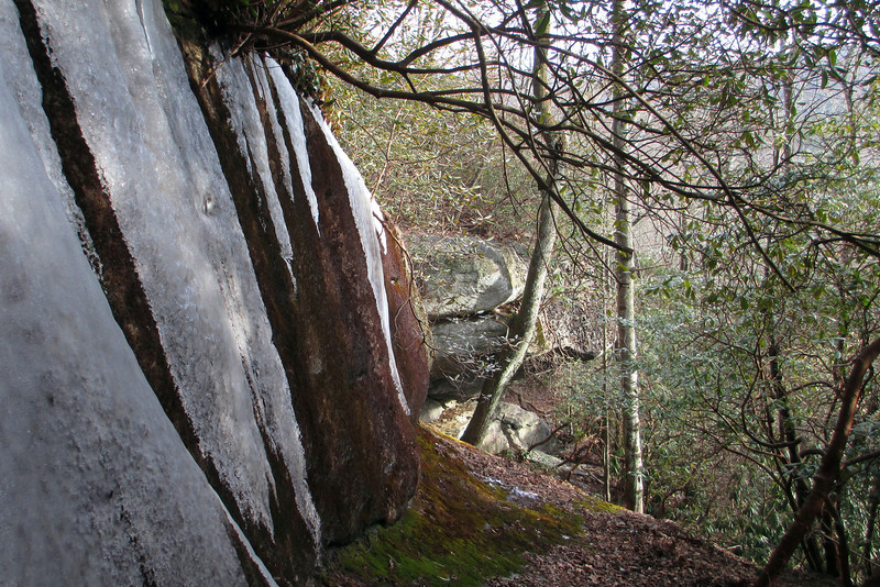 I spotted some interesting rock faces just off the trail so I took a few minutes to go over and explore...