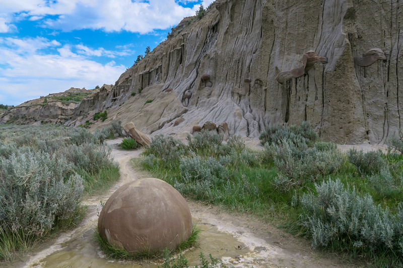 Cannonball Concretions Pullout -- 1,980'