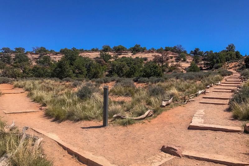 Mesa Arch Trailhead -- 6,140'